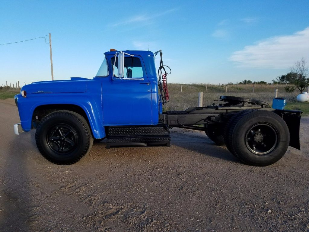 Reliable hauler 1959 Ford F 800 Super DUTY vintage truck