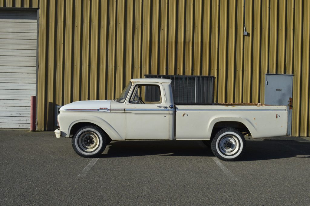 Strong hauler 1963 Ford F 250 CUSTOM vintage truck