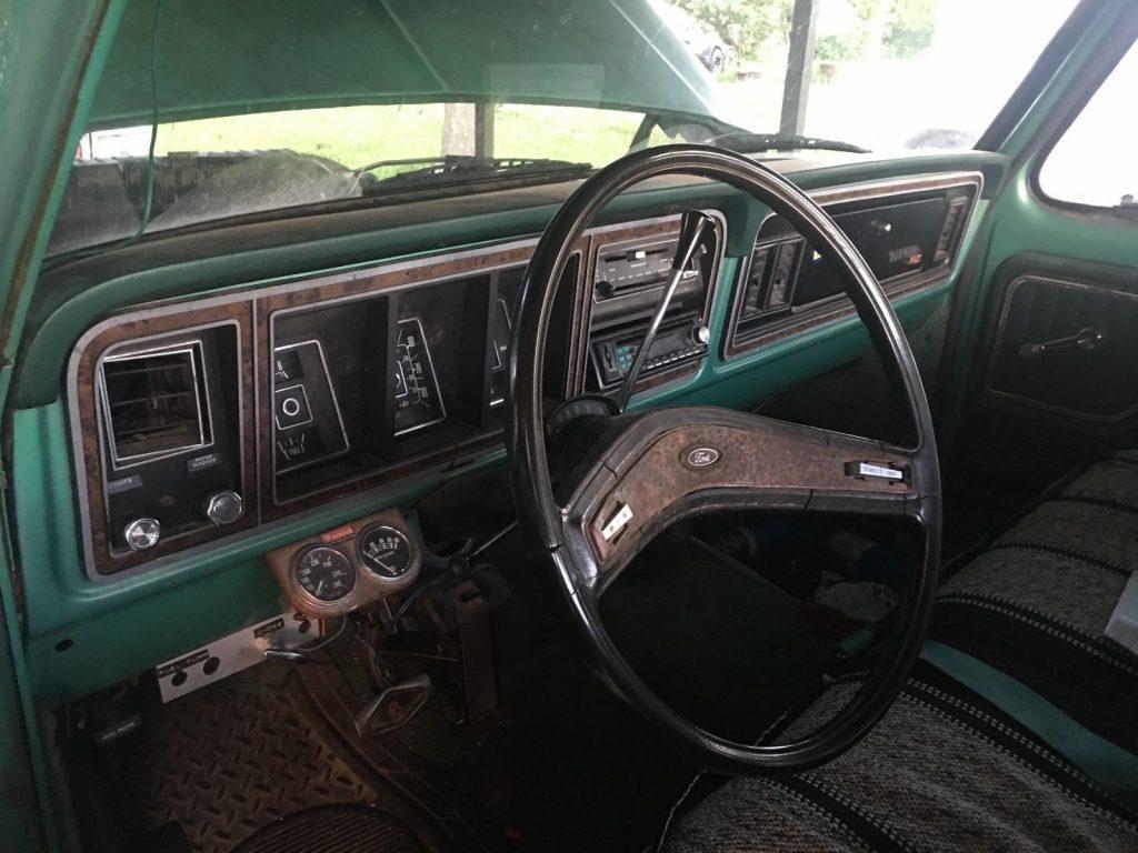 Camper special 1977 Ford F 350 Ranger xlt vintage