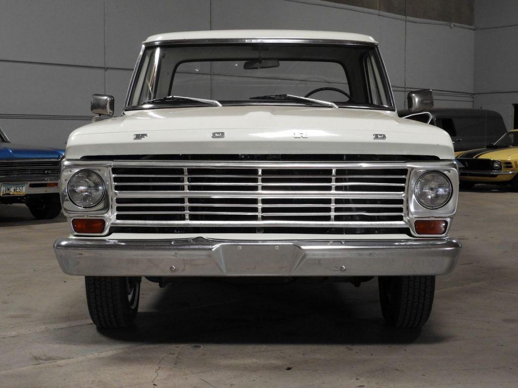 Big Block 1969 Ford F 100 390 v8 vintage truck