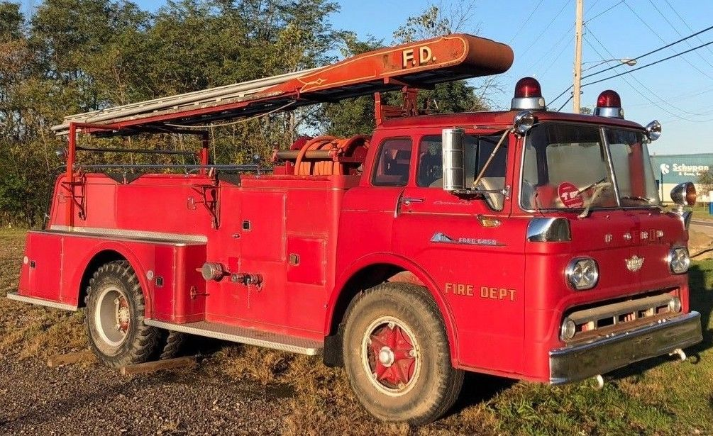 all original shape 1959 Ford C850 fire truck vintage