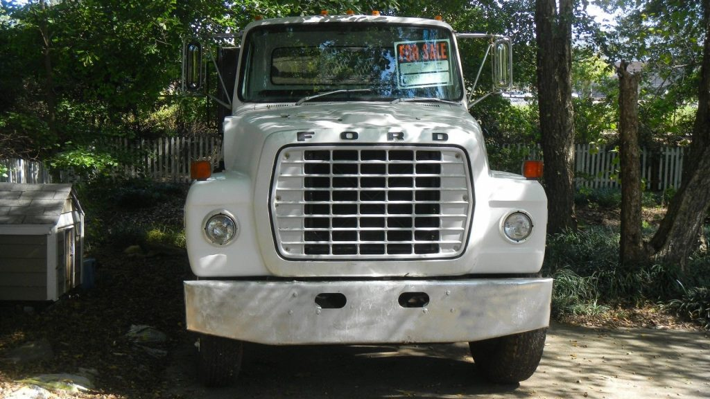 reliable 1972 Ford L 900 vintage truck