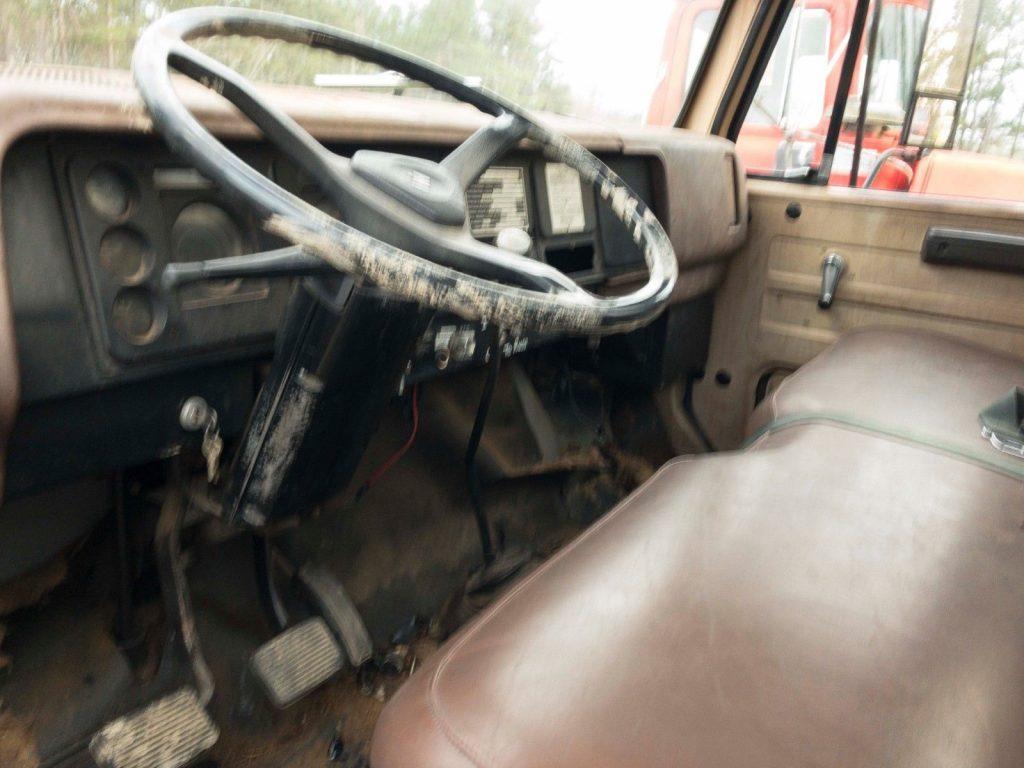 low miles 1980 International 2 ton Stake bed vintage truck